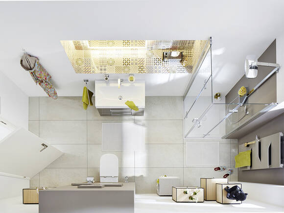 配有典雅淋浴系统的狭长客卫。