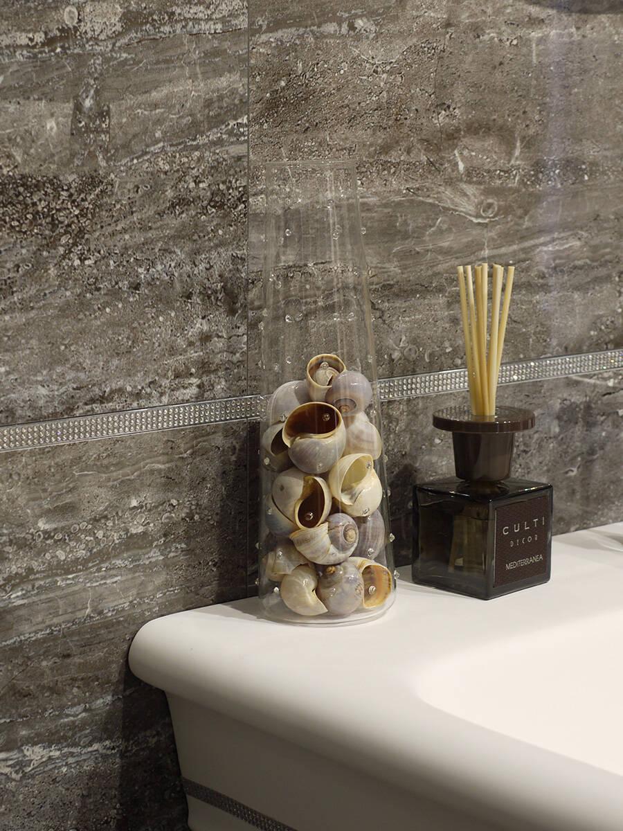 承载个人回忆的物件打造温馨浴室。