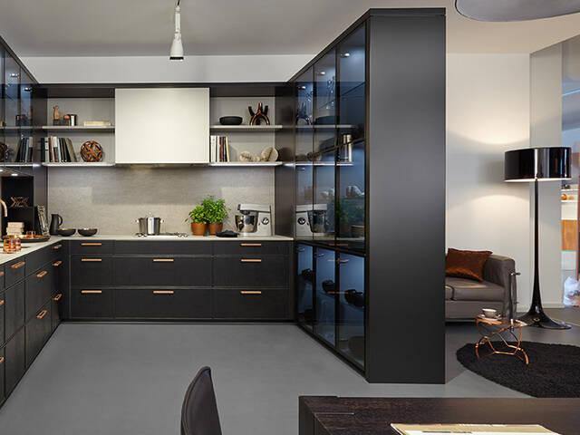 起居与烹饪通过开放式厨房相融。