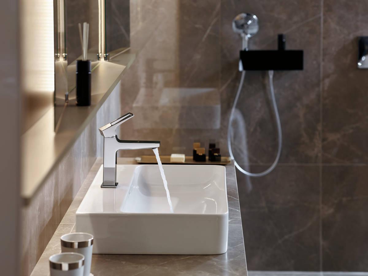 hansgrohe wandanschlussbogen fixfit wandanschluss porter 300 mit brausehalter und duschablage. Black Bedroom Furniture Sets. Home Design Ideas